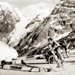 Fausto Coppi, Passo dello Stelvio'ya tırmanırken (Fotoğraf: http://cobblesandhills.com)