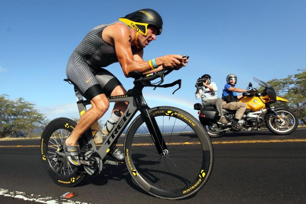 Armstrong bisikletten ikinci kere emekli olduktan sonra triatlona geri dönmüştü ve oldukça üst seviyede yarışıyordu. Ama USADA'nın men kararı sonrasında yarışmayı bırakmak zorunda kaldı.
